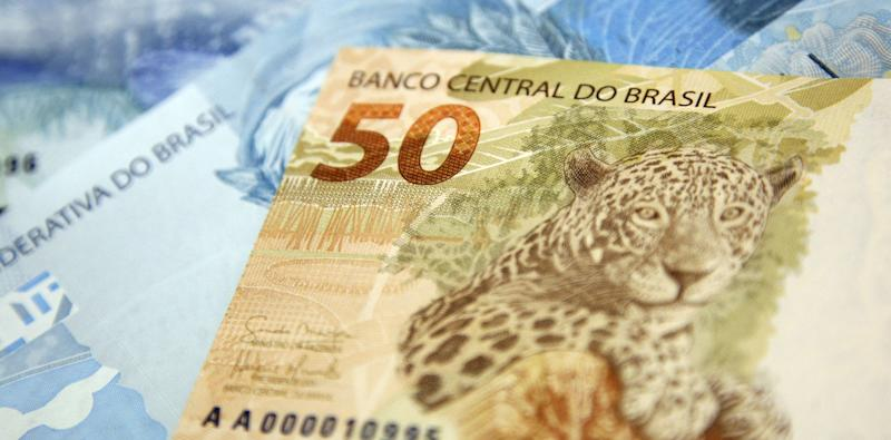 Brazil to Sell Dollars From Reserves for First Time in 10 Years