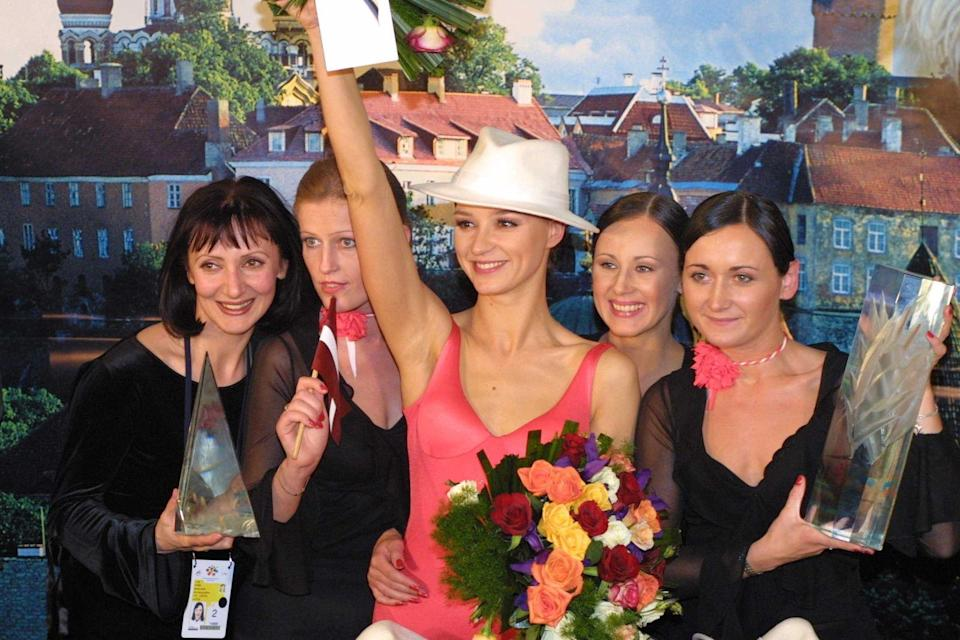 "<p>2002 kam der Siegertitel erneut aus einem der baltischen Staaten: Die lettische Sängerin Marie N. (Mitte) gewann den Eurovision Song Contest mit dem Song ""I Wanna"". (Bild: Peter Bischoff/Getty Images)</p>"