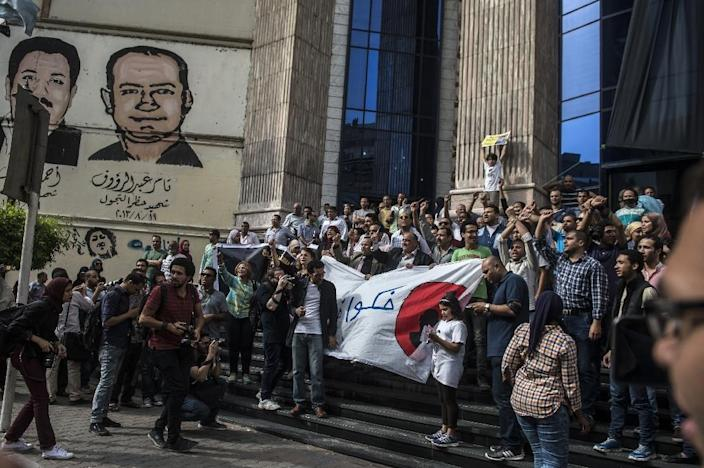Egyptian journalists take part in a protest outside the Syndicate headquarters in Cairo on May 3, 2016 on the occasion of World Press Freedom day (AFP Photo/Khaled Desouki)