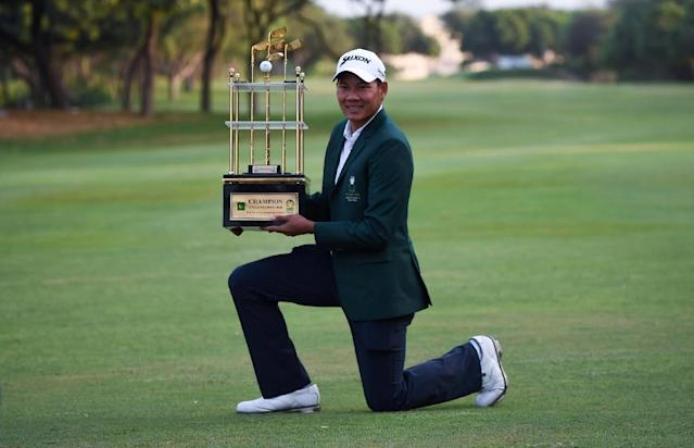 Thailand's golfer Tirawat Kaewsiribandit poses with the winning trophy of the Asian Tour's UMA CNS Open Golf Championship, in Karachi, on October 14, 2018 (AFP Photo/RIZWAN TABASSUM)
