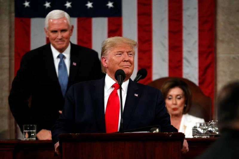US President Donald Trump (C) begins to deliver his State of the Union address to a joint session of the US Congress in the House chamber of the US Capitol in Washington, DC, USA, EFE/EPA/LEAH MILLIS / POOL