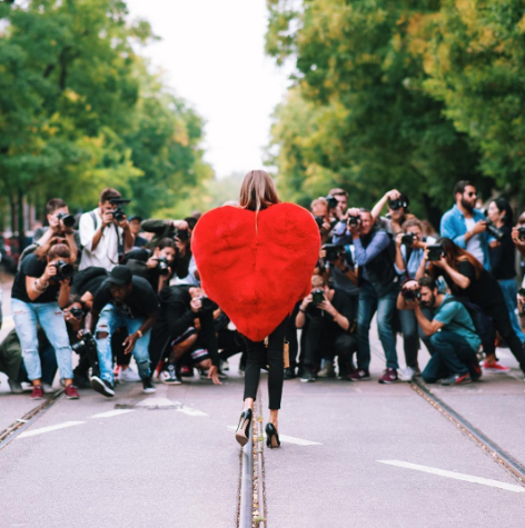 <p>The most show-stopping street style look of the year was Fendi's fur heart, which was donned by anyone who could get their hands on it. [Photo: OmniStyle/ Instagram] </p>