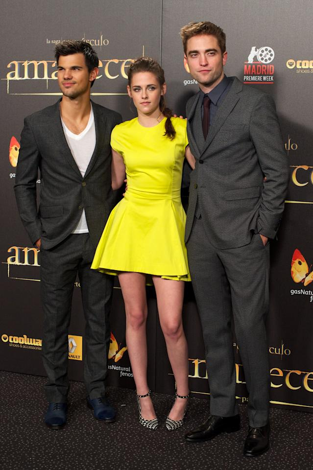 "MADRID, SPAIN - NOVEMBER 15:  (L-R) Actors Taylor Lautner, Kristen Stewart and Robert Pattinson attend the ""The Twilight Saga: Breaking Dawn - Part 2"" (La Saga Crepusculo: Amanecer Parte 2) premiere at the Kinepolis cinema on November 15, 2012 in Madrid, Spain.  (Photo by Carlos Alvarez/Getty Images)"
