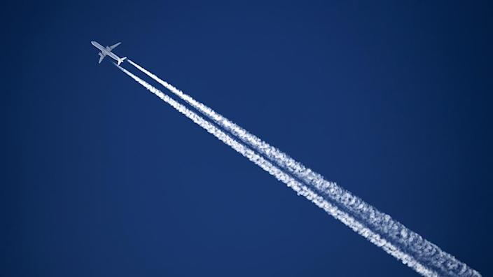 Airplane that emits contrails