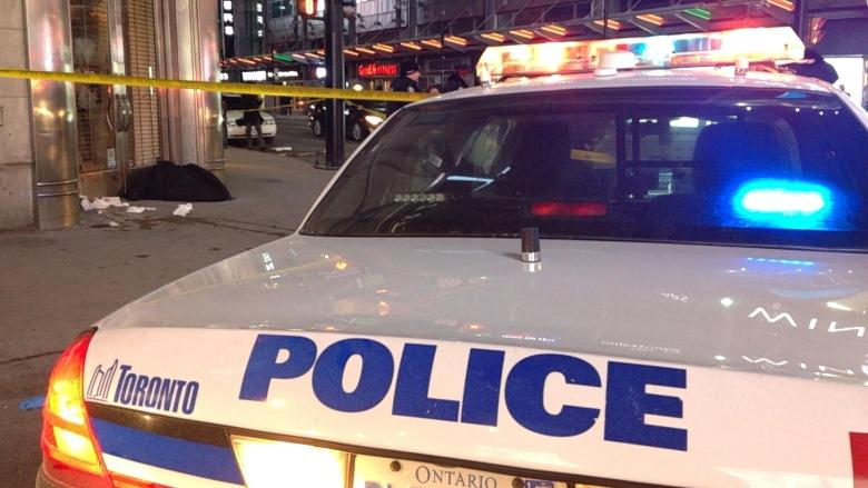 Police seek 6 suspects after stabbing seriously injures man downtown