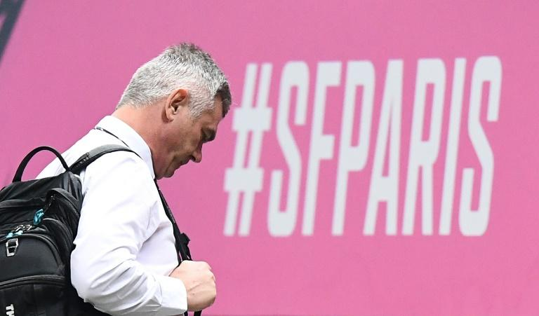 South African Heyneke Meyer left his position as Stade Francais coach with the club bottom of the Top 14 table after only two wins this season