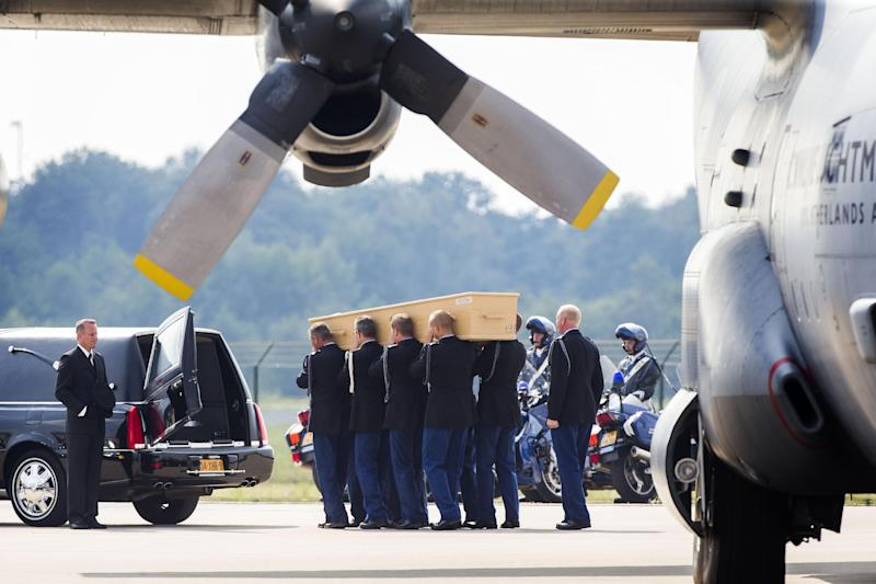 Coffins carrying the remains of victims of Flight MH17 are transported at Eindhoven military airport July 26, 2014 (AFP Photo/Vincent Jannink)