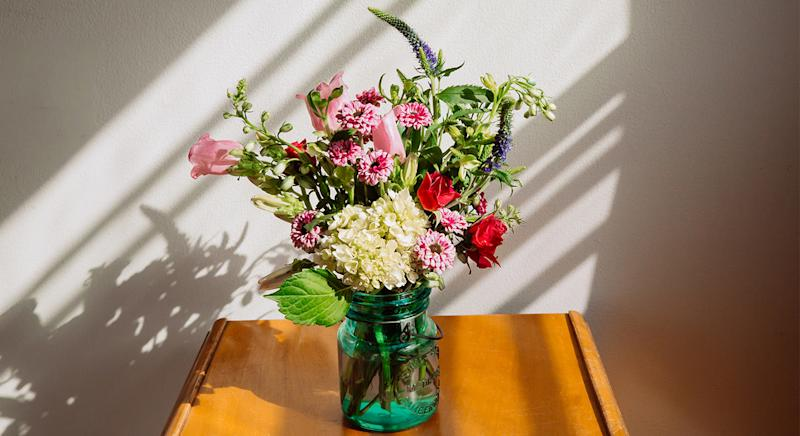 These are the best places to order flowers for a loved one. [Photo: Getty]