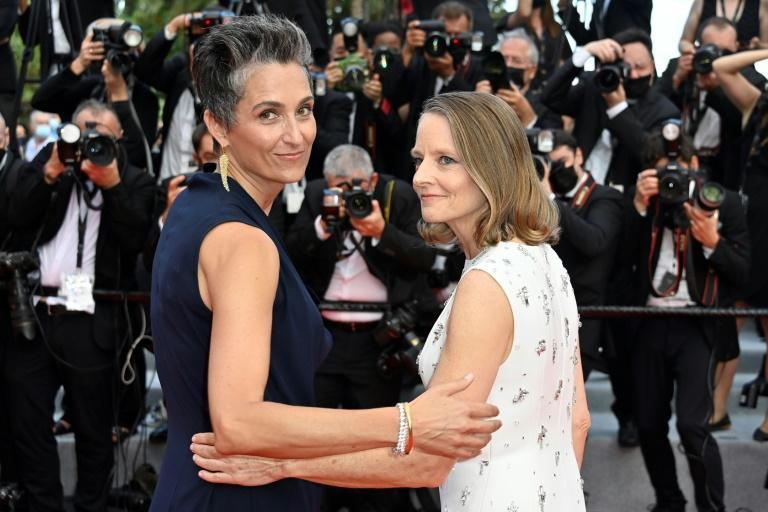 Foster walked the red carpet with her wife, US photographer Alexandra Hedison