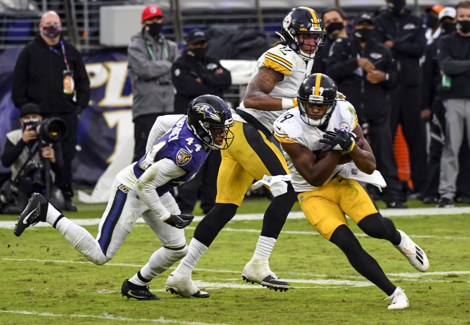 BALTIMORE, MD - NOVEMBER 01: Pittsburgh Steelers wide receiver JuJu Smith-Schuster (19) makes a reception against Baltimore Ravens cornerback Marlon Humphrey (44) during the Pittsburgh Steelers game versus the Baltimore Ravens on November 1, 2020 at M&T Bank Stadium in Baltimore, MD.  (Photo by Mark Goldman/Icon Sportswire via Getty Images)
