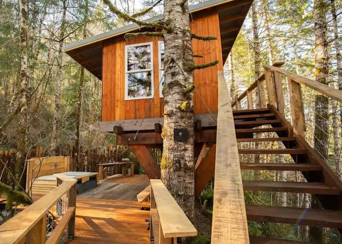 """<p><strong>Langlois, Oregon</strong></p> <p>If your idea of relaxation is outdoor tubbing, then the Heartland Treehouse in Oregon is your spot. The wood deck is outfitted with white side-by-side tubs with an elegant candelabra in the middle. The outside is just as cozy as the inside, as the treehouse has built-in benches and a <a href=""""https://www.architecturaldigest.com/gallery/best-fire-pits?mbid=synd_yahoo_rss"""" rel=""""nofollow noopener"""" target=""""_blank"""" data-ylk=""""slk:fire pit"""" class=""""link rapid-noclick-resp"""">fire pit</a> in the middle for woodsy vibes.</p> $185, Amazon. <a href=""""https://www.airbnb.com/rooms/43612005"""" rel=""""nofollow noopener"""" target=""""_blank"""" data-ylk=""""slk:Get it now!"""" class=""""link rapid-noclick-resp"""">Get it now!</a>"""