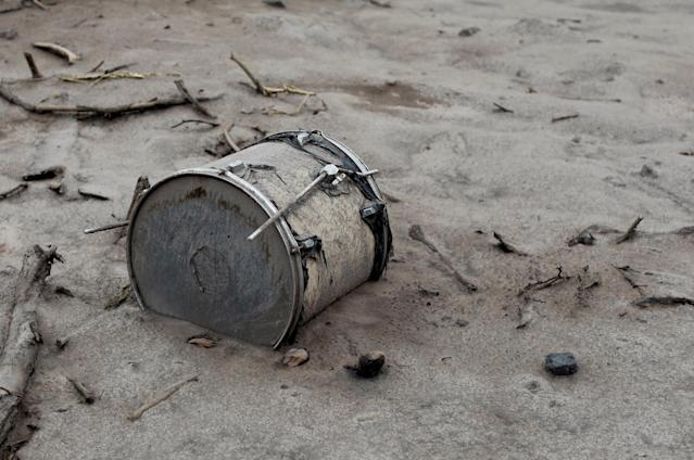 <p>A drum covered with ash lies outside a house affected by the eruption of the Fuego volcano at San Miguel Los Lotes in Escuintla, Guatemala, June 6, 2018. (Photo: Carlos Jasso/Reuters) </p>