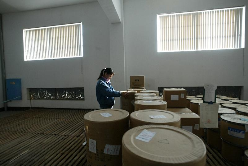 Barrels of artemisinin, a potent substance extracted from the sweet wormwood's leaves for anti-malarial treatment, await processing into drugs in a wharehouse at Guilin Pharmaceutical, December 8, 2004 in Guilin, southern China's Guangxi province (AFP Photo/Frederic J. Brown)