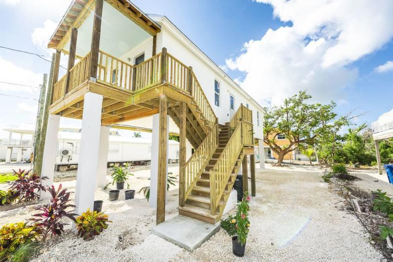 Fantastic This Adorable Florida Keys Cottage Is Hurricane Proof And Home Interior And Landscaping Analalmasignezvosmurscom