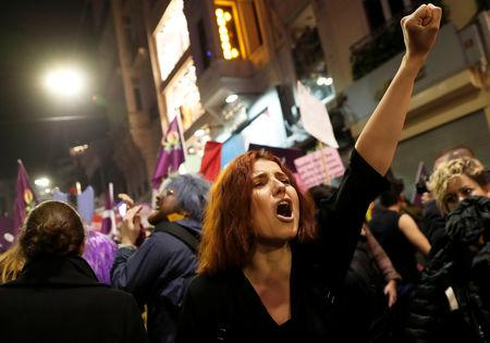 A woman reacts as police try to disperse a march marking International Women's Day in Istanbul, Turkey, March 8, 2019. REUTERS/Murad Sezer