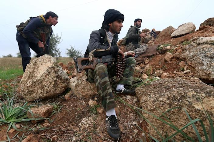 Fighters from the Al-Nusra Front, Al-Qaeda's Syria branch, hold a position as they fight against forces loyal to the regime on December 19, 2014 (AFP Photo/Fadi al-Halabi)
