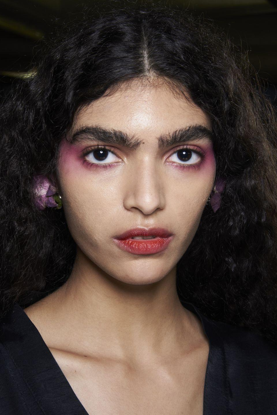 <p>Define eyes and cheekbones with a wash of 80s style pop pink blusher.</p>