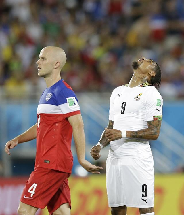 Ghana's Kevin-Prince Boateng, right, reacts after missing a chance on goal as United States' Michael Bradley looks on during the group G World Cup soccer match between Ghana and the United States at the Arena das Dunas in Natal, Brazil, Monday, June 16, 2014. (AP Photo/Ricardo Mazalan)
