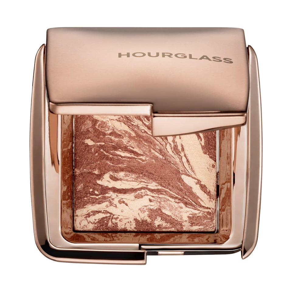 "<p><strong>Hourglass</strong></p><p>sephora.com</p><p><strong>$26.00</strong></p><p><a href=""https://go.redirectingat.com?id=74968X1596630&url=https%3A%2F%2Fwww.sephora.com%2Fproduct%2Fambient-bronzer-P395697&sref=https%3A%2F%2Fwww.townandcountrymag.com%2Fstyle%2Fg35203959%2Fbest-makeup-for-work-looks%2F"" rel=""nofollow noopener"" target=""_blank"" data-ylk=""slk:Shop Now"" class=""link rapid-noclick-resp"">Shop Now</a></p>"