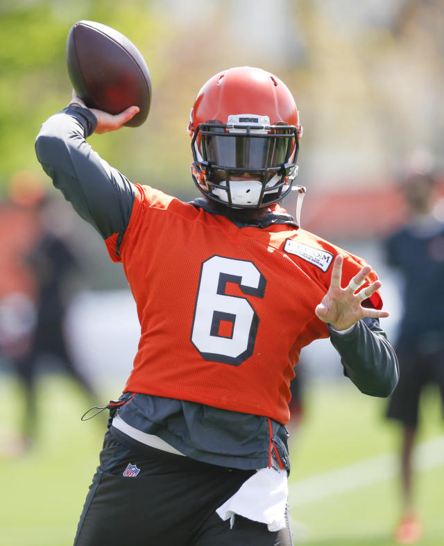 Cleveland Browns' Baker Mayfield throws a pass during an NFL football organized team activity session at the team's training facility Wednesday, May 15, 2019, in Berea, Ohio. (AP Photo/Ron Schwane)