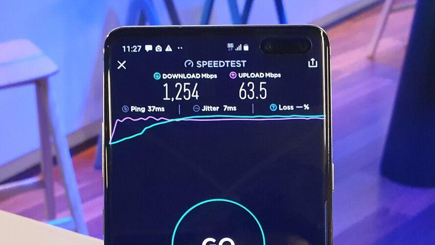 Samsung Galaxy S10 5G showing speeds on the Telstra 5G network. (Image: Yahoo Finance)