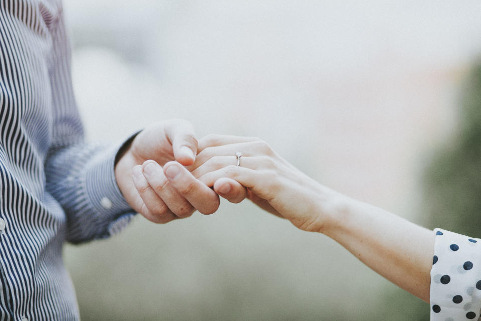 A man spent an entire month proposing to his girlfriend [Photo: Getty]