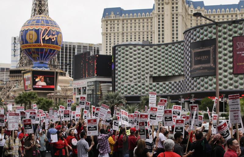 98 arrested in union protest on Las Vegas Strip