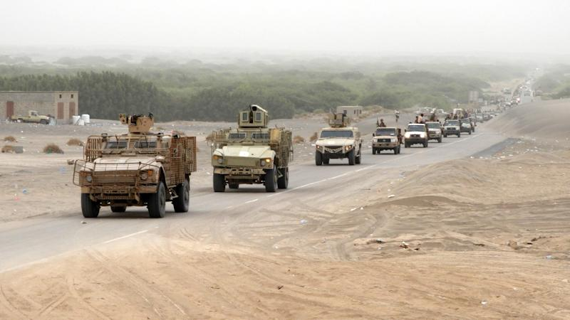 A column of Yemeni pro-government forces and armoured vehicles arrives in Al-Duraihimi district, south of Hodeida airport, on June 13, 2018 (AFP Photo/NABIL HASSAN)