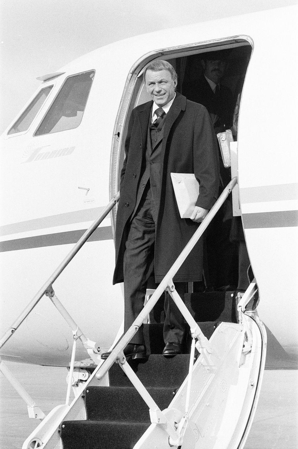 <p>Frank Sinatra arrives in the U.K. on his private Gulfstream jet in 1970. </p>