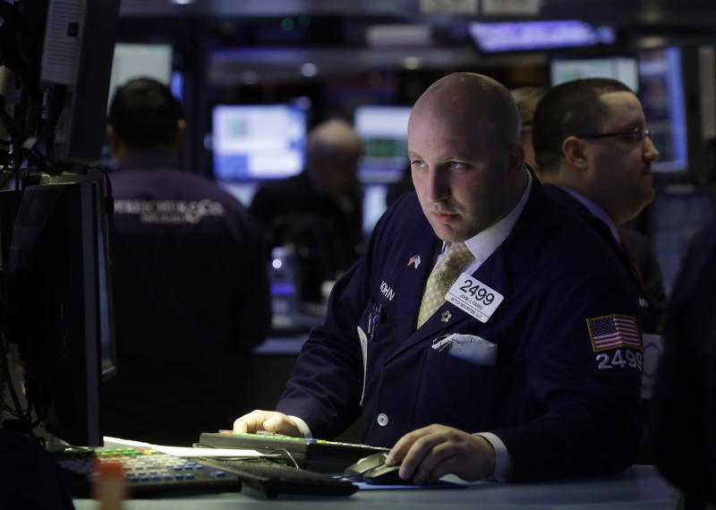 S&P 500 ends higher, extending streak