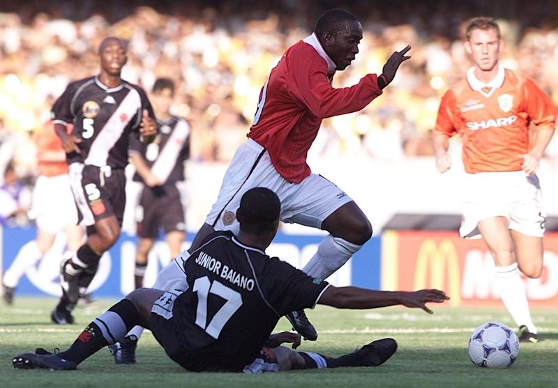 This picture can only be used within the context of an editorial feature. Manchester United's Dwight Yorke (C) skips past Vasco Da Gamas' Junior Baiano, during their World Club Championship football match at the Maracana Stadium, Rio de Janeiro, Brazil. (Photo by Phil Noble - PA Images/PA Images via Getty Images)