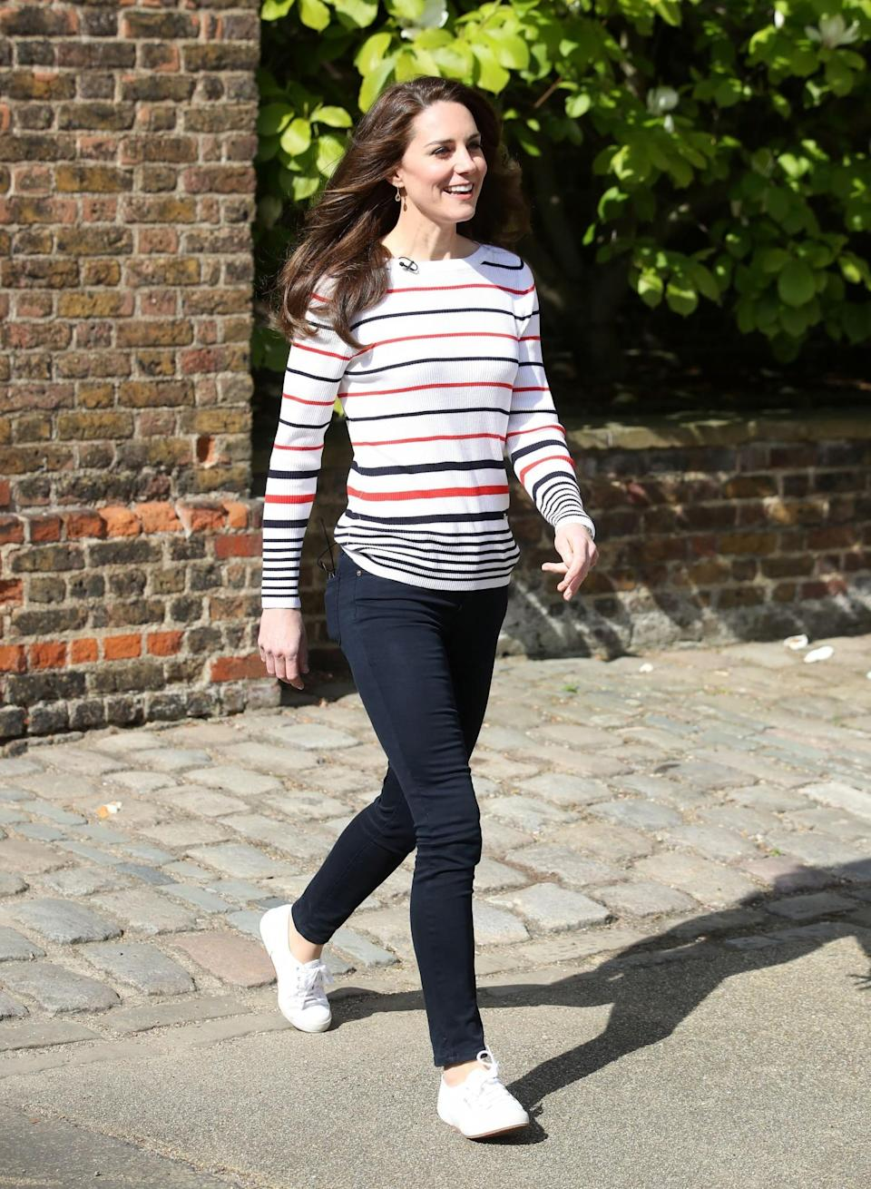 <p>For a reception with the marathon runners from Team Heads Together, Kate wore skinny jeans, white plimsoles and a striped jumper.<br><em>[Photo: PA]</em> </p>