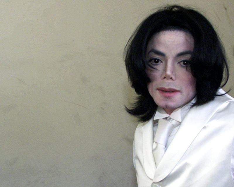 FILE - In this Dec. 3, 2002 file photo, Pop entertainer Michael Jackson arrives at court Tuesday, Dec. 3, 2002, in Santa Maria, Calif., to testify in a $21 million breach-of-contract lawsuit alleging he failed to appear for a pair of millennium concerts. Michael La Perruque told a Los Angeles jury on Thursday, Aug. 1, 2013, that he was concerned that Jackson would overdose on prescription medications in the early 2000s, but said the singer struggled to get clean. La Perruque was called by lawyers for concert promoter AEG Live LLC in their defense of a negligence case filed by Jackson's mother claiming they are liable for her son's 2009 death. (AP Photos/Jean-Marc Bouju)