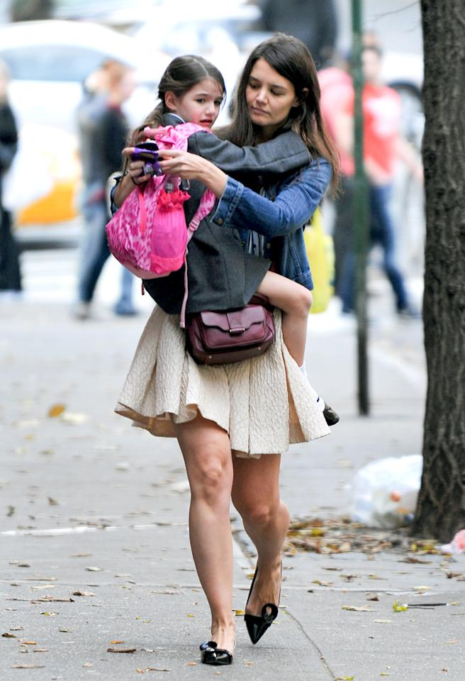 November 12, 2012: Katie Holmes and Suri Cruise going home after school in New York City. Mandatory Credit: Jayme Oak/INFphoto.com Ref.: infusny-229|sp|