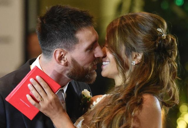 Argentine football star Lionel Messi and bride Antonella Roccuzzo pose for photographers just after their wedding in Rosario, Argentina on June 30, 2017 (AFP Photo/EITAN ABRAMOVICH)