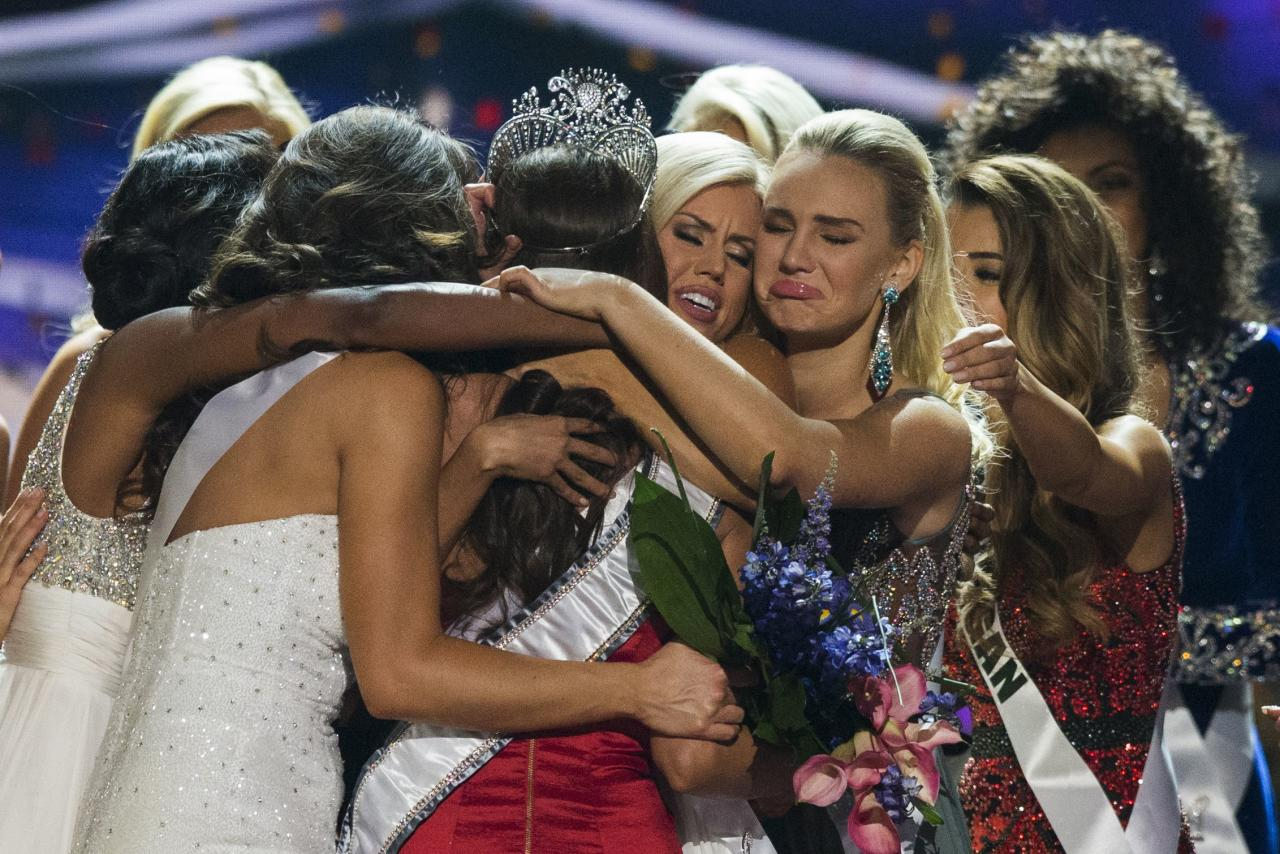 Fellow contestants embrace Miss Nevada Nia Sanchez (C) after she won the 2014 Miss USA beauty pageant in Baton Rouge, Louisiana June 8, 2014. Fifty-one state titleholders compete in the swimsuit, evening gown and interview categories for the title of Miss USA 2014 during the 63rd annual Miss USA competition. REUTERS/Adrees Latif (UNITED STATES - Tags: ENTERTAINMENT SOCIETY) ATTENTION EDITORS - FOR EDITORIAL USE ONLY. NOT FOR SALE FOR MARKETING OR ADVERTISING CAMPAIGNS