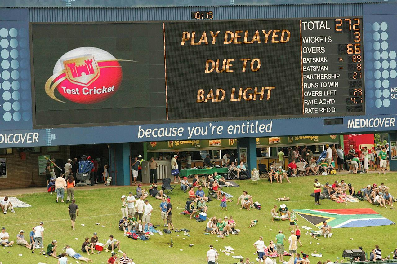 CENTURION, SOUTH AFRICA - NOVEMBER 17:  Play is delayed due to bad light during day two of the 2nd Test match between South Africa and New Zealand at  SuperSport Park November 17, 2007 in Centurion, South Africa. (Photo by Lee Warren/Gallo Images/Getty Images)