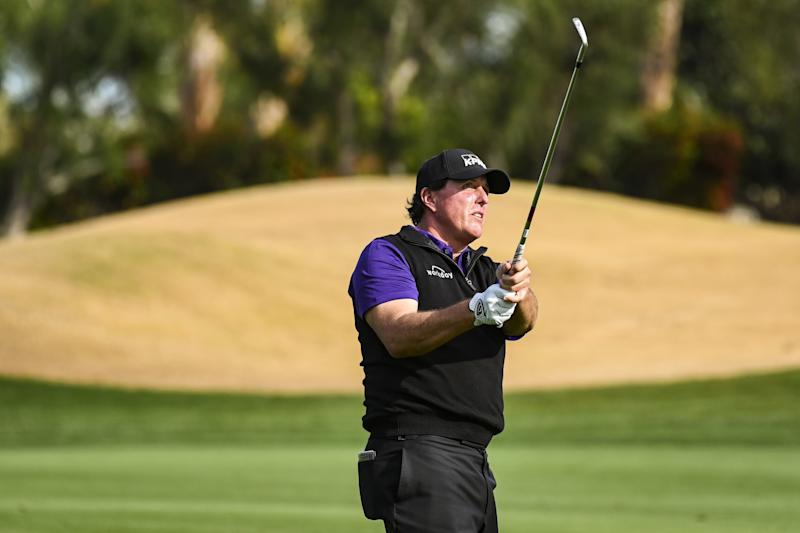 417, Beats Phil Mickelson to Win Desert Classic