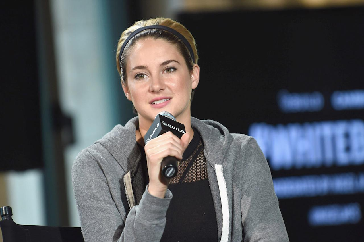 """<p><span>Speaking with </span><i><span>Interview</span></i><span> magazine, the </span><i><span>Big Little Lies</span></i><span> star </span><a rel=""""nofollow"""" href=""""http://www.interviewmagazine.com/film/shailene-woodley-1#page2""""><span>said</span></a> that<span> unwinding at the end of the day was her biggest stress relief. """"</span><span>The thing that's most grounding for me before bed, though, is when I wash my face. To wash my face and nourish my skin and cleanse myself of everything that happened through the day, and then to sit in bed with my journal or a book of poems or a novel and a cup of tea, is the perfect way for me to ensure a good night's rest.""""</span><br />(Photo: Getty Images) </p>"""