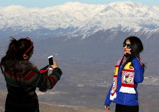 A Kurdish woman poses for a picture at the Korek Mountain ski resort, near the city of Rawanduz in the Arbil Governorate of Iraqi Kurdistan on February 3, 2017 (AFP Photo/Safin HAMED)