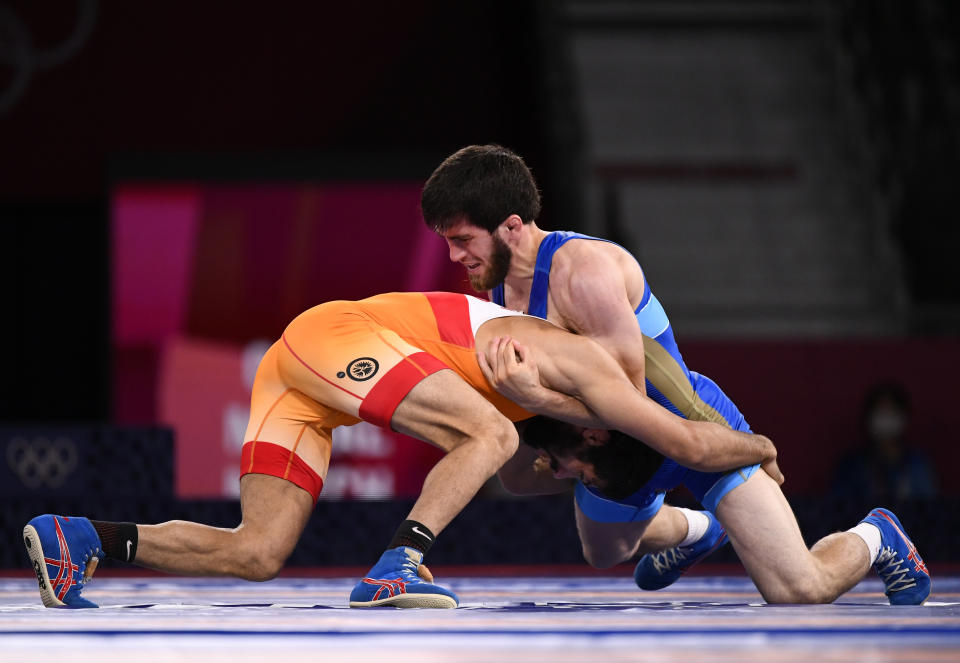 Tokyo 2020 Olympics - Wrestling - Freestyle - Men's 57kg - Gold medal match - Makuhari Messe Hall A, Chiba, Japan - August 5, 2021. Ravi Kumar of India in action against Zavur Uguev of the Russian Olympic Committee. REUTERS/Piroschka Van De Wouw