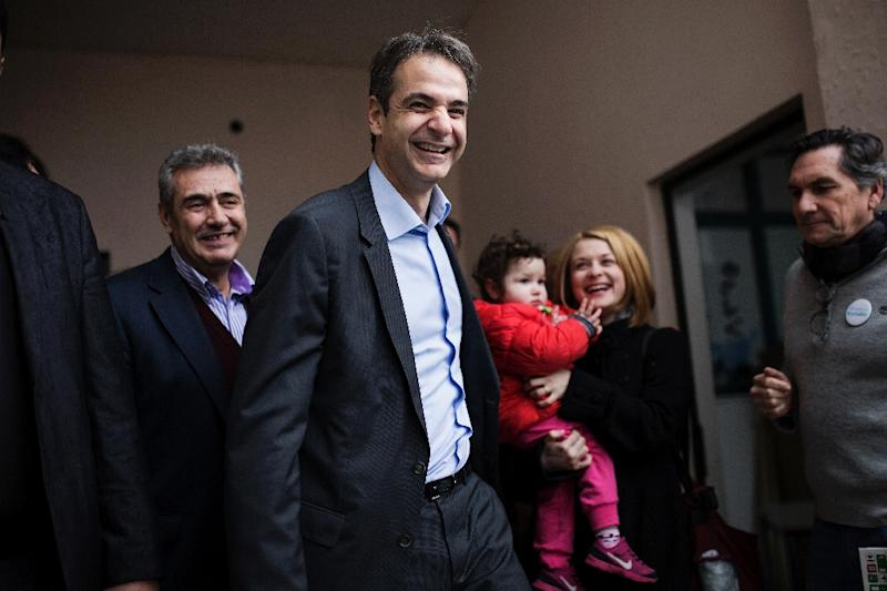 The new leader of Greece's conservative New Democracy party, Kyriakos Mitsotakis (C)