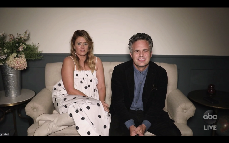 <p>Mark Ruffalo is giving us floral stylist vibes. </p>