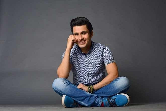 """<div class=""""paragraphs""""><p>Amol Parashar was roped in to play a young Rishi Kapoor.</p></div>"""