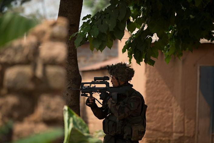 A French soldier during an operation to secure an area of the Miskine neighborhood, in Bangui, Central African Republic, Thursday, Dec. 26, 2013. The spokesman for an African Union peacekeeping force says six Chadian peacekeepers were killed and 15 were wounded, after being attacked Wednesday.(AP Photo/Rebecca Blackwell)
