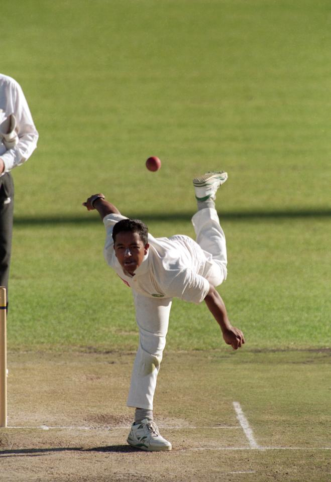 South African bowler Paul Adams bowling against England in Kimberley, South Africa, 9th 12th November 1995. (Photo by Clive Mason/Getty Images)