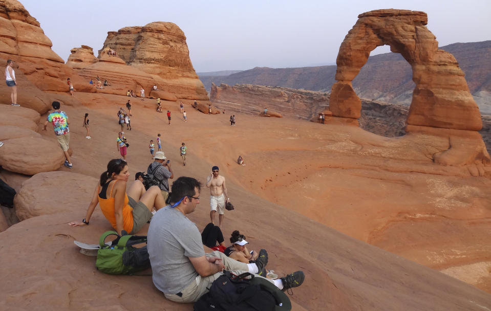 Tourists gather at the Arches National Park in Moab, Utah August 16, 2012. REUTERS/Charles Platiau  (UNITED STATES - Tags: ENVIRONMENT TRAVEL)