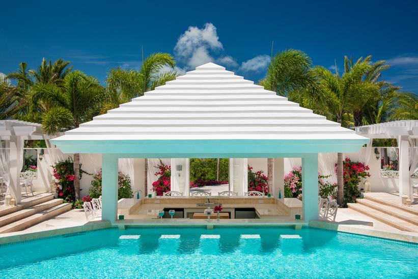 <p>Our jaws just dropped at this view. Kylie seriously had it made for her birthday festivities with this swim-up bar on hand.</p>