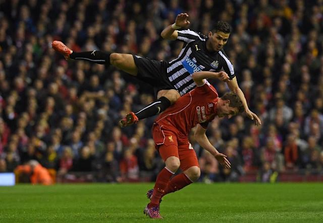 Liverpool's midfielder Joe Allen vies with Newcastle United's midfielder Mehdi Abeid (L) during the English Premier League football match at Anfield in Liverpool on April 13, 2015 (AFP Photo/Paul Ellis)