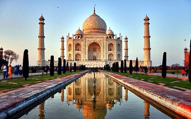 <p>Cultural ministry's data based on sale of tickets from last year show that Taj Mahal generates the maximum revenue out of all Mughal monuments.</p>